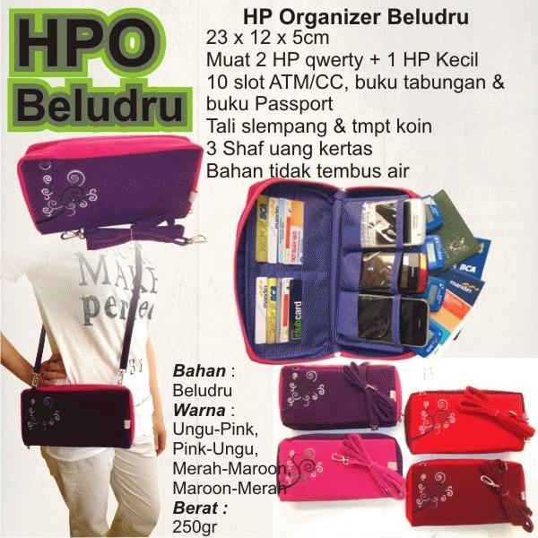 TAS BELUDRU HPO (HP Organizer) Beludru 23 x 15 x 5 cm Muat 2 HP Besar dan 1 HP KEcil 10 slot kartu kredit/ATM, buku tabungan, buku pasport Ada tali slempang panjang Tempat koin/kantong zipper, ada tempat uang 3 shaf Satuan = 85.000 3-5 = 75.000 6-11 =70.000 12-dst = 65.000