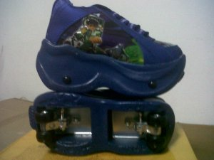 Sepatu + Sepatu 4 Roda Ben 10 warna Biru no 28-36 rp 250.000
