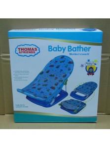 Rp 180.000 Baby Bather Thomas  2 kg Fitur produk :     Didesain dengan bentuk dan ilustrasi yang unik dan menarik     Menggunakan bahan kain yang nyaman untuk anak anda pada saat dimandikan     Kaki anak anda akan terasa lebih nyaman pada saat mandi     Bahannya yang lembut     Mudah untuk dibersihkan     Dapat dengan mudah dilipat dan dipasang kembali     Maksimum beban : 11 kg     Ukuran packaging : 33 x 35 x 8,5 cm
