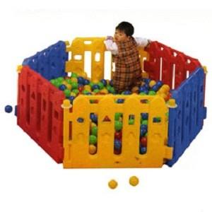 Info Lengkap Play Yard PY 01     Untuk umur 7 bulan - 2 tahun     Ukuran produk : 156 x 78 x 56 cm     Ukuran karton : 56 x 35 x 81 cm     Mudah untuk bongkar pasang     dapat dibentuk sudut 90,120 & 180     Tidak termasuk bola     Tidak termasuk matras lantai