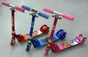 Scooter dorong Roda 3 warna Merah,Biru,Pink Gambar Princess,Car,Thomas,Ab, non Musik rp 150.000, ada Musik 175.000